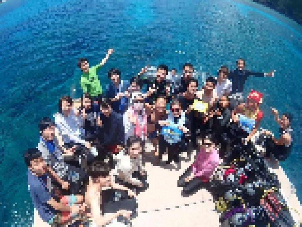 慶良間諸島でダイビングした時の集合写真