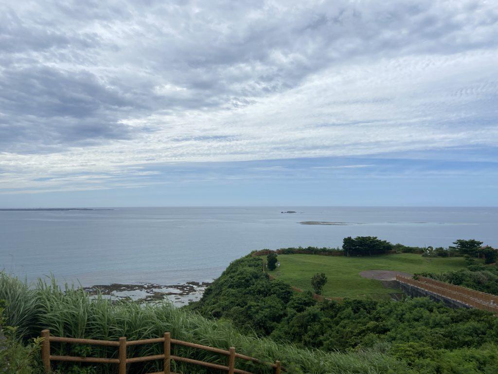 知念岬から眺める海