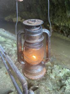 ガンガラーの谷のツアーで使うランプ