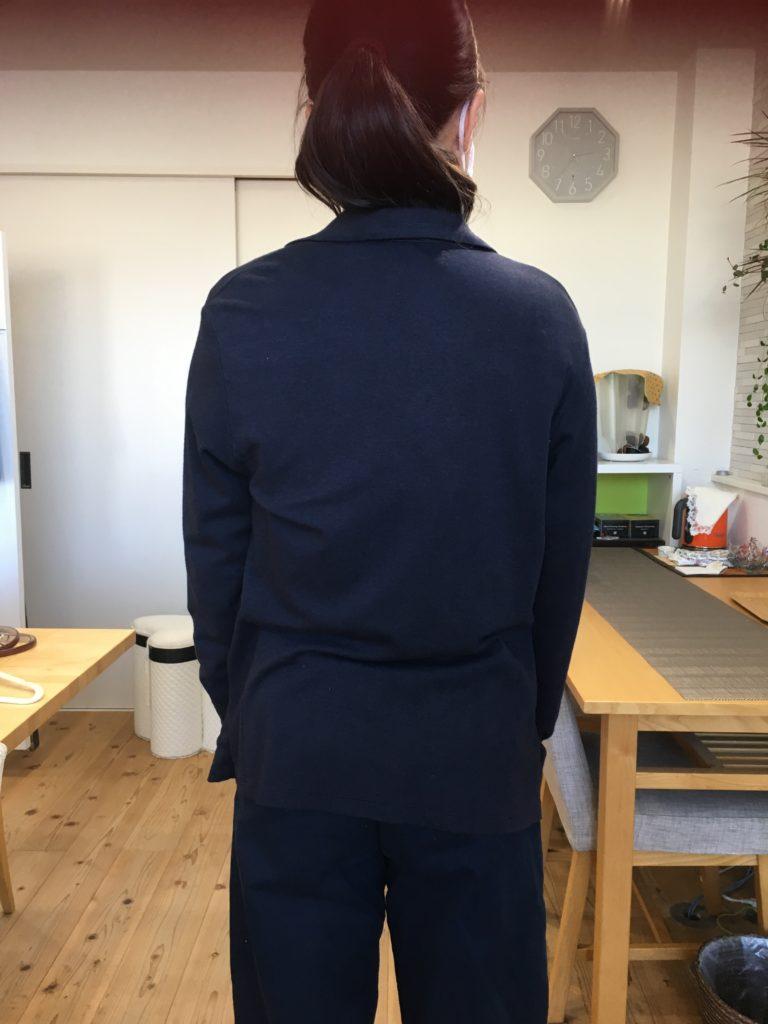 骨格ストレートは薄手の柔らかい素材のジャケットは似合わない