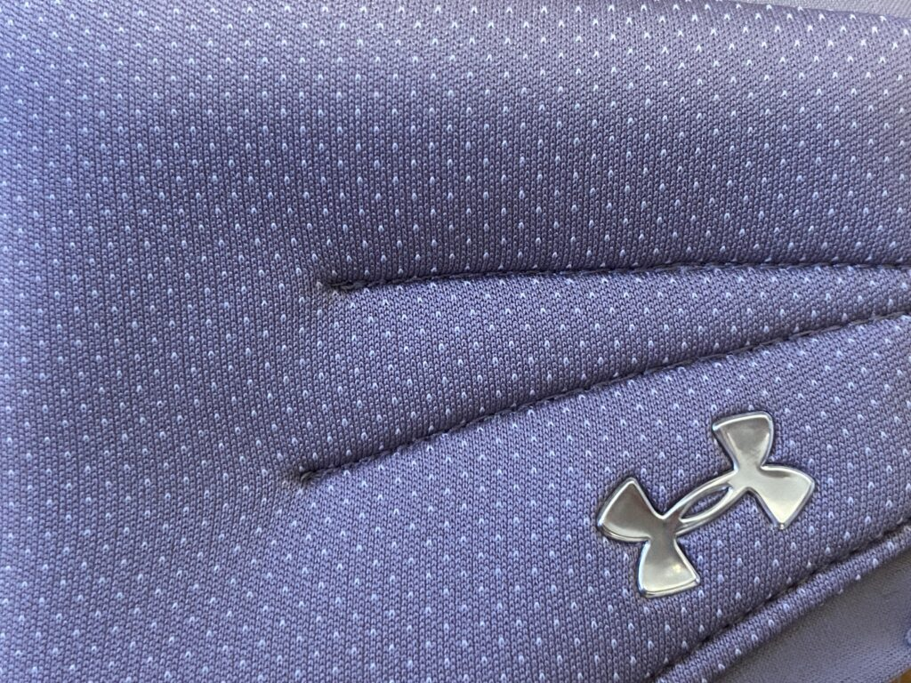 アンダーアーマースポーツマスクパープル紫の色